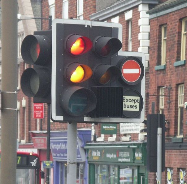 608px-Traffic_lights